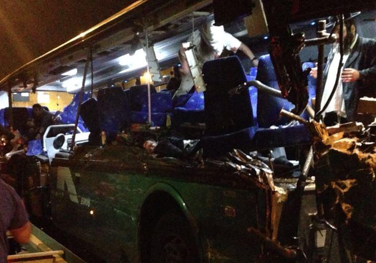 """זירת התאונה הקשה בכביש 1. צילום: מד""""א"""