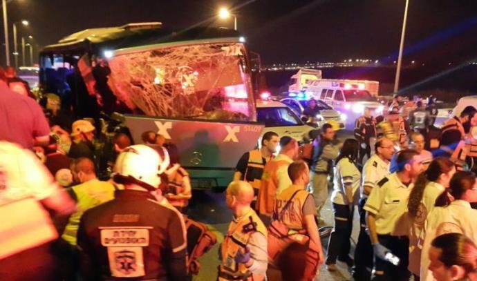 תאונת הדרכים בין האוטובוס למשאית בכביש 1