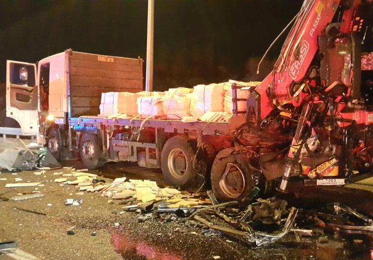 המשאית המעורבת בתאונת הדרכים בכביש 1. צילום: אורי דייויס - דוברות איחוד הצלה