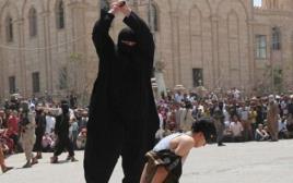 דאעש מוציאים נער להורג