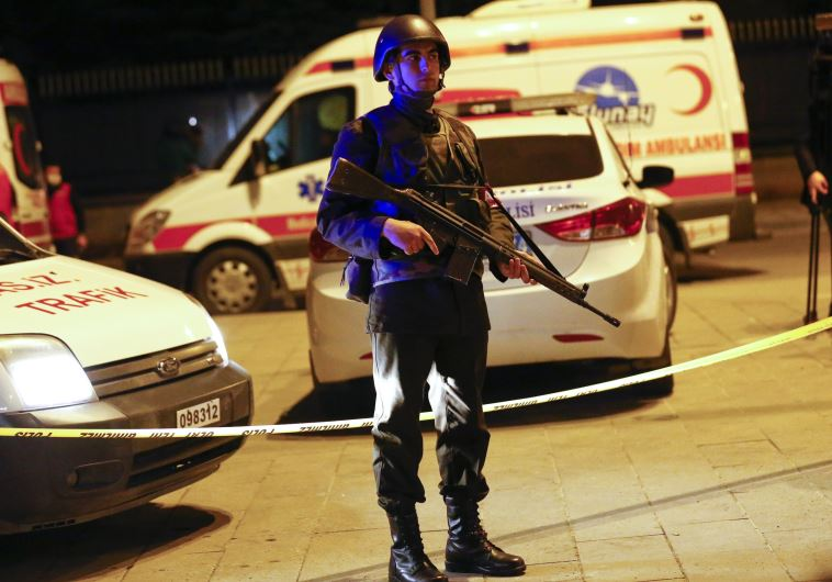 חייל בזירת הפיגוע באנקרה. צילום: רויטרס