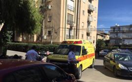 """אמבולנס של מד""""א בזירת רצח בתל אביב"""