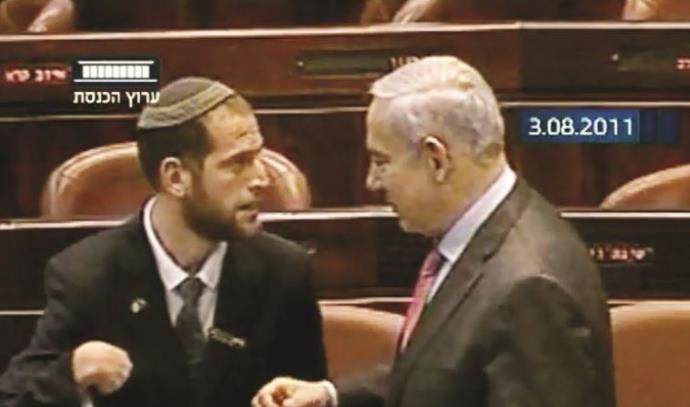 נדב הלפרין מוסר פתק לראש הממשלה