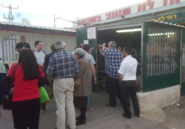 פיגוע דקירה במתחם רמי לוי, שער בנימין