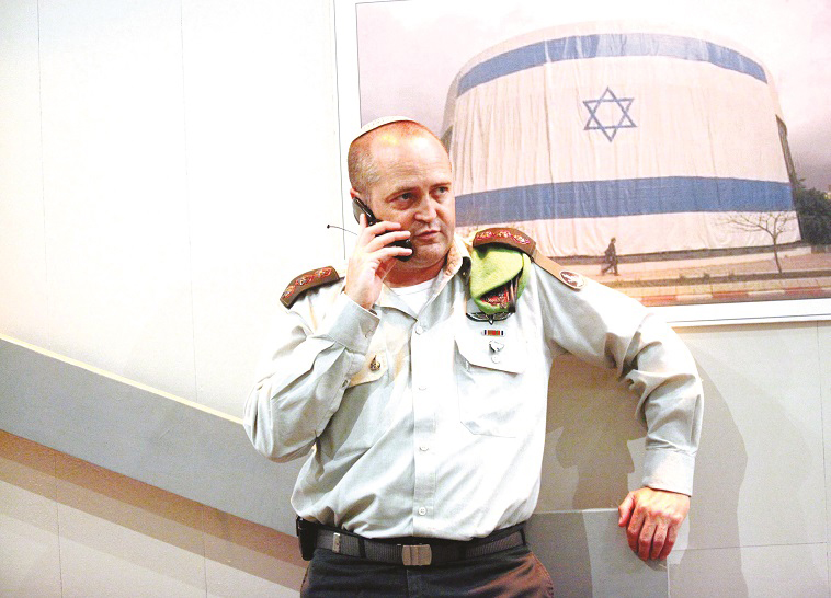 "ארז וינר כששימש עוזר הרמטכ""ל. צילום: רענן כהן"