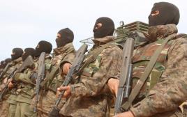 חיילים תוניסאים בלוב מקשיבים להמנון הלאומי