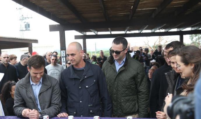 אחייניו של יוסי גרבר בהלווייתו
