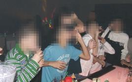 ילדים שותים בבר ללא אלכוהול