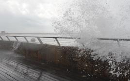 נמל תל אביב בסערה