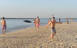 חם בחוף הים בתל אביב