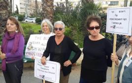 תומכים שבאו להביע הזדהות עם משפחת דוואבשה