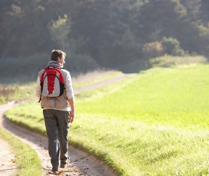 גבר בהליכה