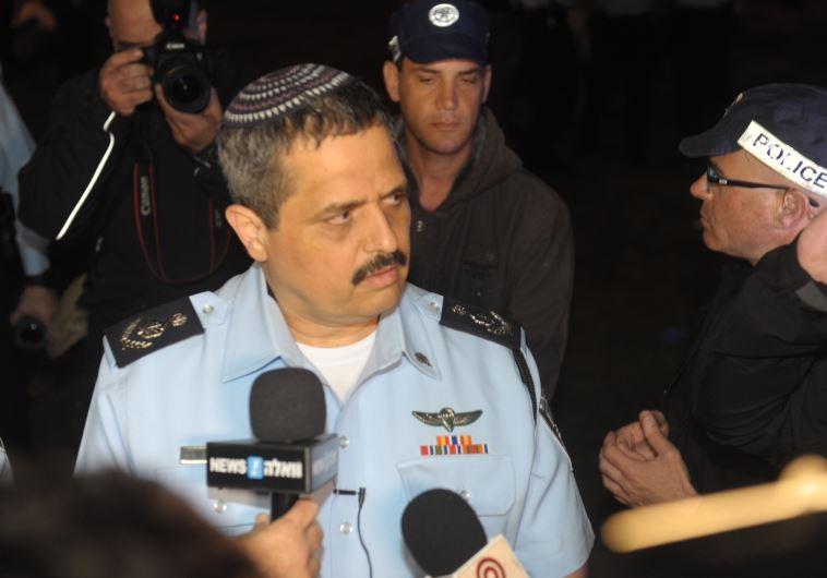 """מפכ""""ל המשטרה רוני אלשיך בזירת הפיגוע. צילום: אבשלום ששוני"""