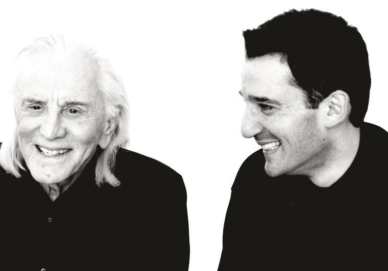 קירק דאגלס והרב וולפה. צילום: רויטרס