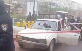 מכונית של המחבלים בניסיון פיגוע דריסה וירי, סמוך לקרית ארע