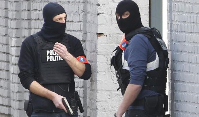 המשטרה בבלגיה פושטת על בית בבריסל
