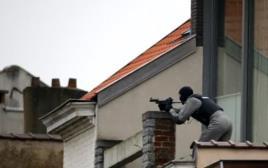 פשיטה עם דירה בדרום בריסל, חמוש אחד נהרג