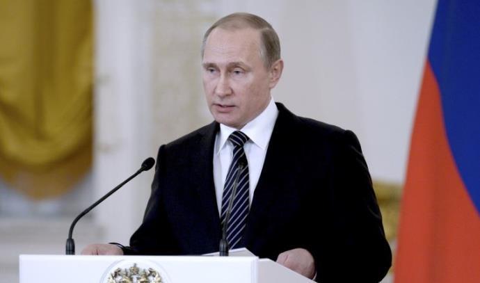 נשיא רוסיה ולדימיר פוטין נואם בפני החיילים שחזרו מסוריה