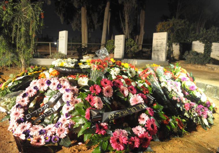 """קברו של שור ז""""ל. צילום: אבשלום ששוני"""