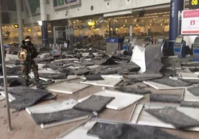 מקום הפיצוץ באזור הצ'ק-אין בבריסל. צילום: טוויטר
