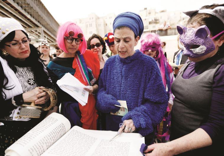 נשים קוראות במגילת אסתר