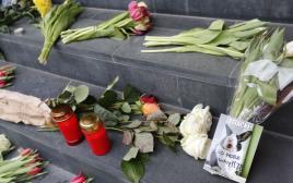 פרחים ונרות בזירת הפיגוע בבריסל