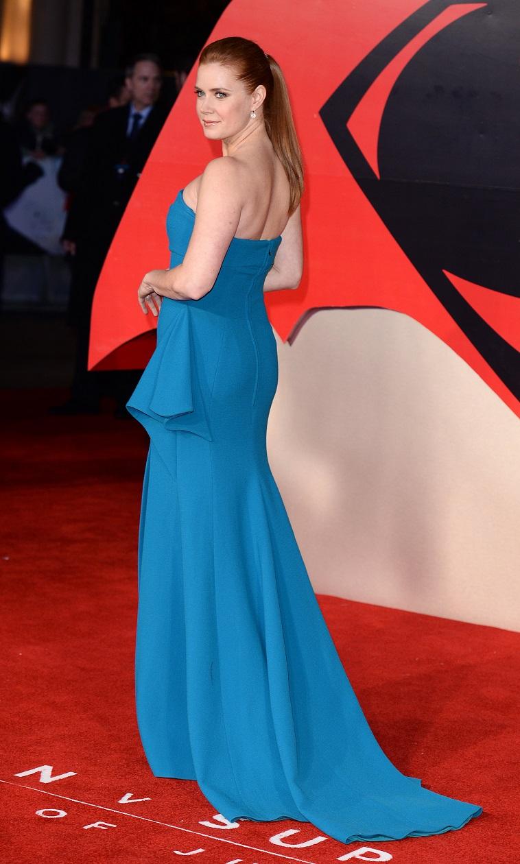 איימי אדאמס בכחול רויאל!