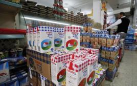 מוצרים של תנובה במכולת פלסטינית
