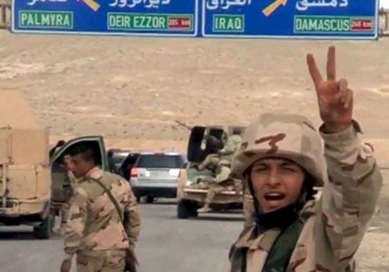 חיילי צבא סוריה בכניסה לעיר תדמור