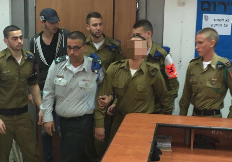 החייל היורה מובל להערכת מעצר. צילום: נועם אמיר