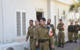 החייל החשוד בירי בחברון יוצא מבית הדין הצבאי