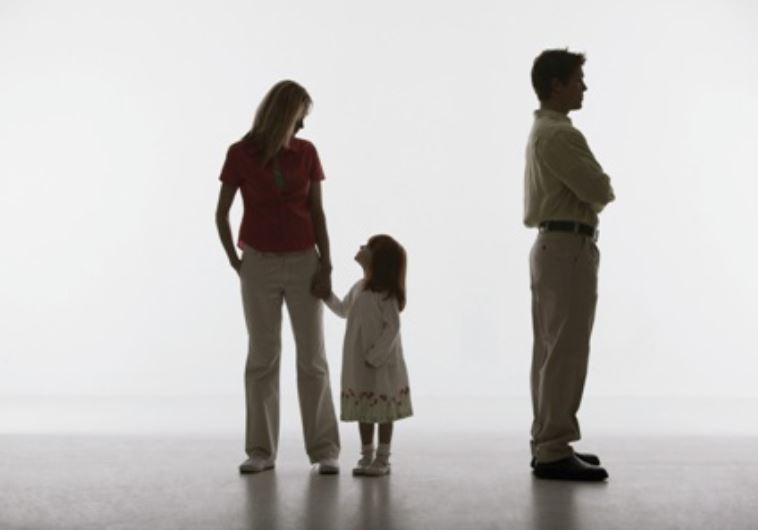 """""""מתמודדים עם רדיפה מצד גרושותינו"""". גירושין, אילוסטרציה"""
