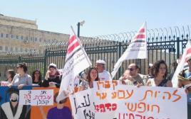 """הפגנת עובדי קבלן מול משרד רה""""מ"""