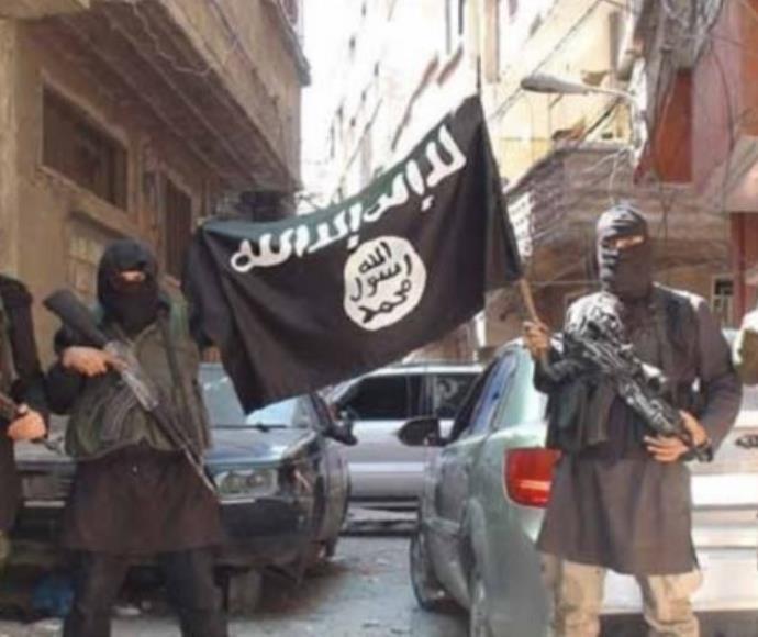 חברי ארגון דאעש (למצולמים אין קשר לנאשם)