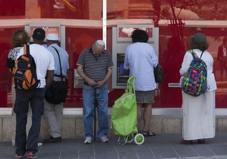 """""""אני מעדיף עוני מחפיר ולא שום עסק עם בנק"""". צילום: יונתן זינדל, פלאש 90"""