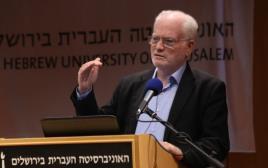 עמוס גלעד, ראש האגף המדיני-בטחוני במשרד הביטחון