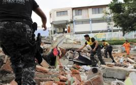 אנשי החירום בעיר מנטה באקוודור