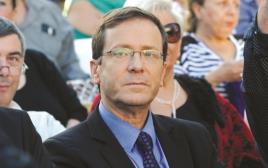 יצחק (בוז'י) הרצוג בכנס מפלגת העבודה