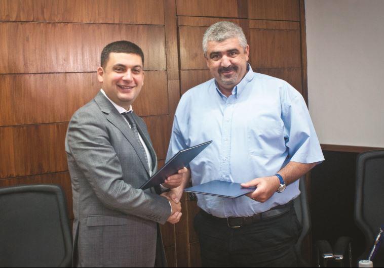 חתמו על ברית ערים תאומות. עם שלומי לחיאני, 2012