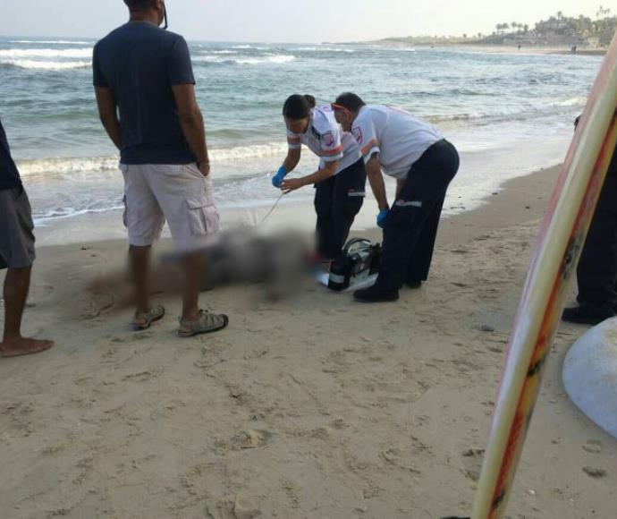 גופת גבר בן 70 שנפלטה בחוף העלייה בתל אביב