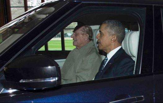 הנסיך פיליפ עם ברק אובמה בביקורו בארמון קנזינגטון (צילום: דיילי מייל)