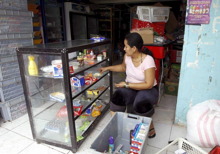 מנסים לחזור לשגרה באקוודור. צילום: רויטרס