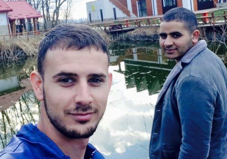 תאופיק (מוחמד)אל קרינאוי שנהרג בתאונה ברומניה ובן דודו סלאח שנפצע בתאונה. צילום: ללא קרדיט