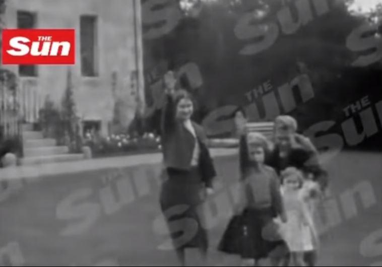 הסרטון שבו נראית אליזבת מצביעה במועל יד. צילום מסך