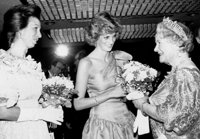 המלכה אליזבת והנסיכה דיאנה. יחסים לא טובים. צילום: ללא קרדיט