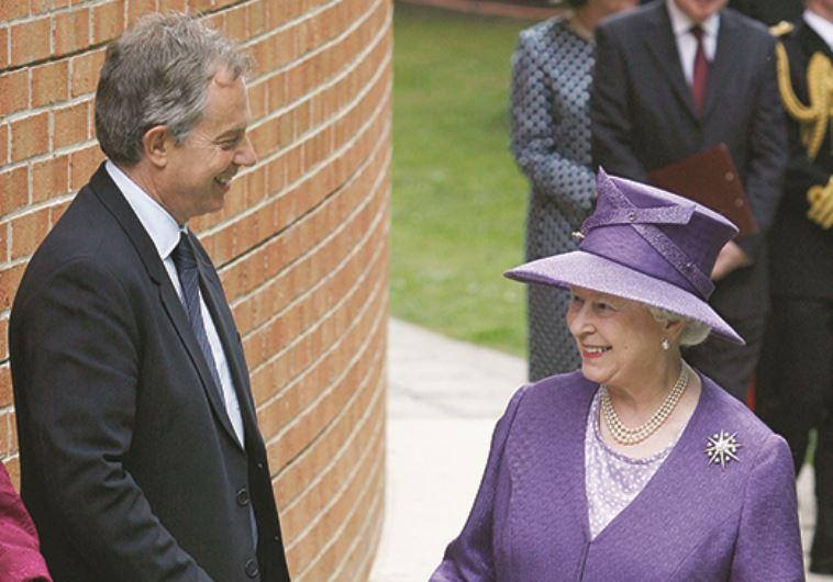 המלכה אליזבת וטוני בלייר. צילום: רויטרס