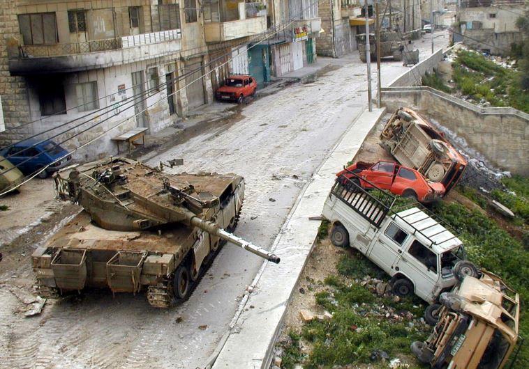 """טנק מרכבה בזירת הקרב במחנה הפליטים בג'נין. צילום: דובר צה""""ל"""