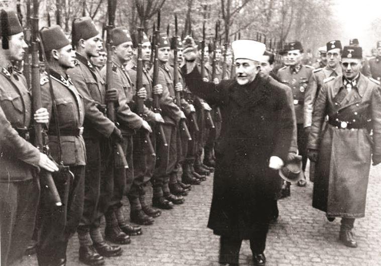 המופתי חאג' אמין אל-חוסייני סוקר מסדר בגרמניה