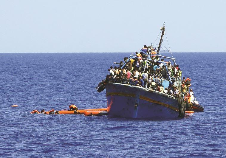 ספינת מהגרים מלוב בדרכה לאירופה, ארכיון. צילום: רויטרס