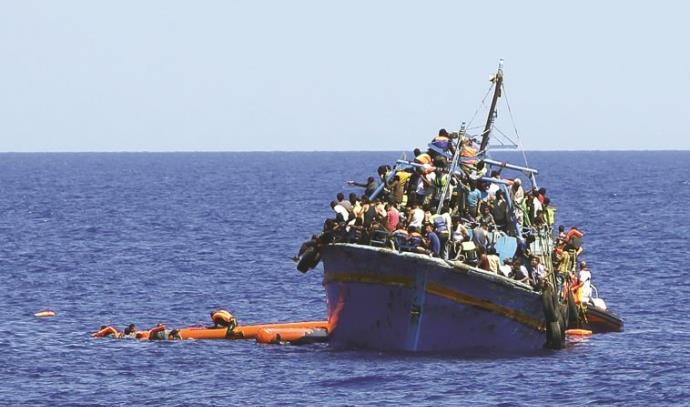 ספינת מהגרים מלוב בדרכה לאירופה